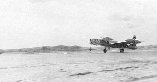 f-84e_03.jpg