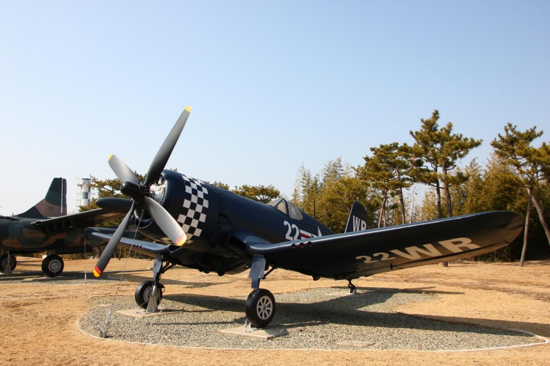 F4U-4_02.JPG