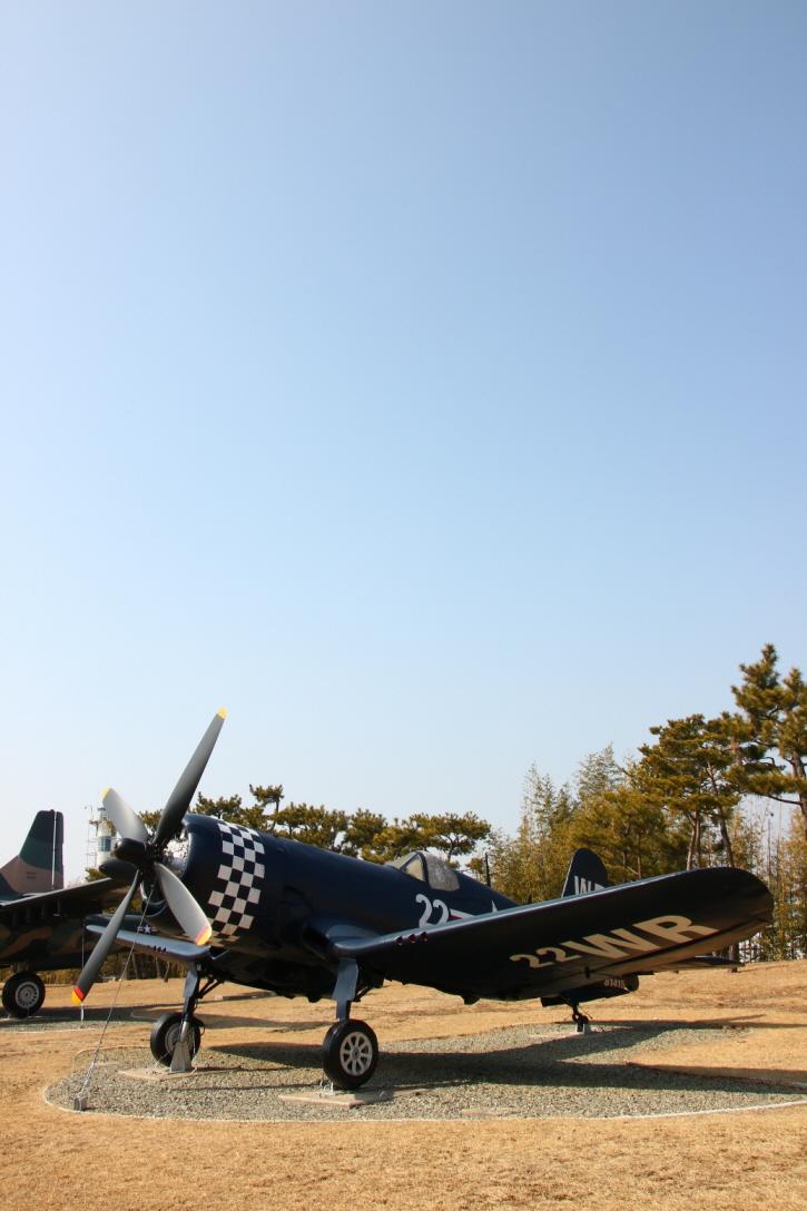 F4U-4_03.JPG