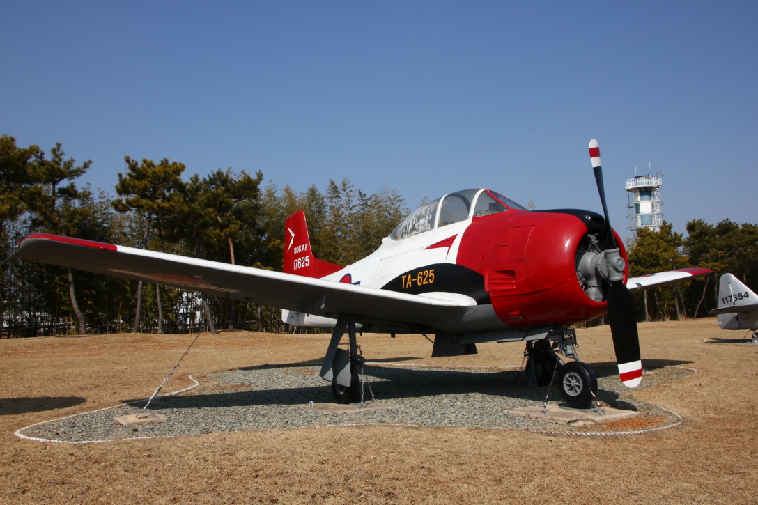 T-28A_06.JPG