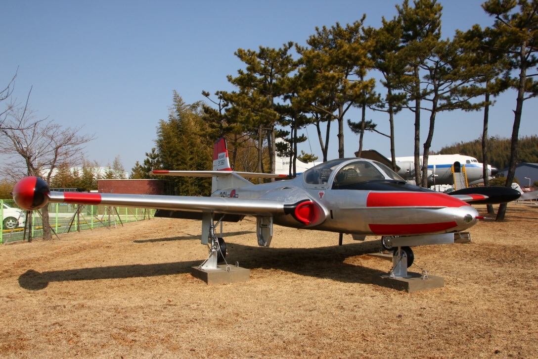 T-37C_02.JPG