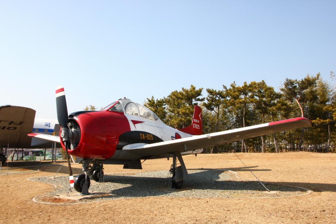 T-28A_02.JPG