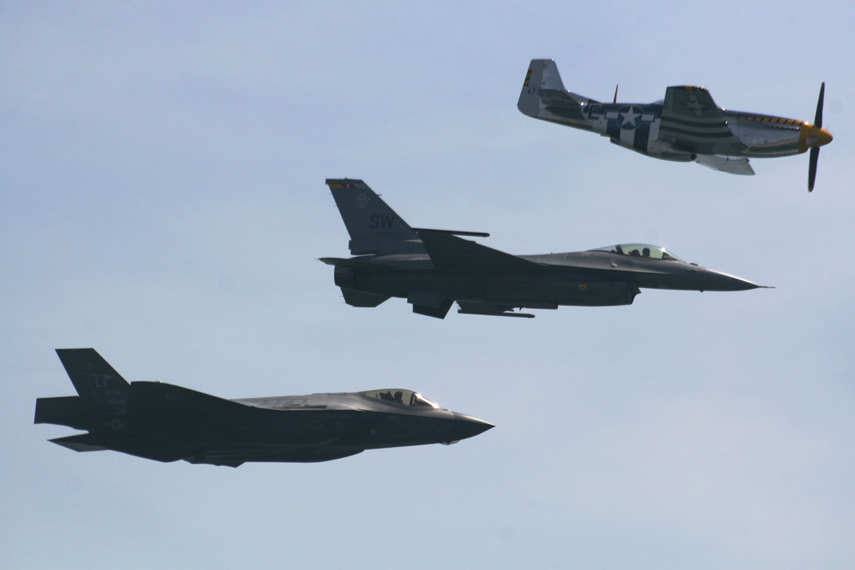 F-35_NewYork_Jones_Beach.jpg