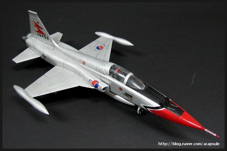 f-5a_1966_13_acapsule.jpg